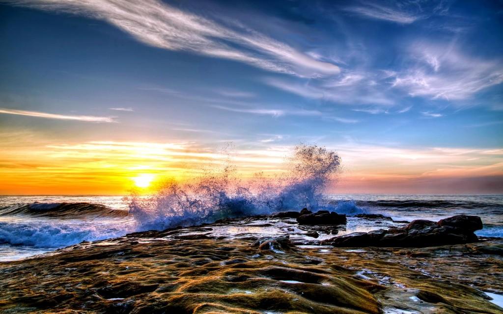 crashing-waves-35055-35859-hd-wallpapers