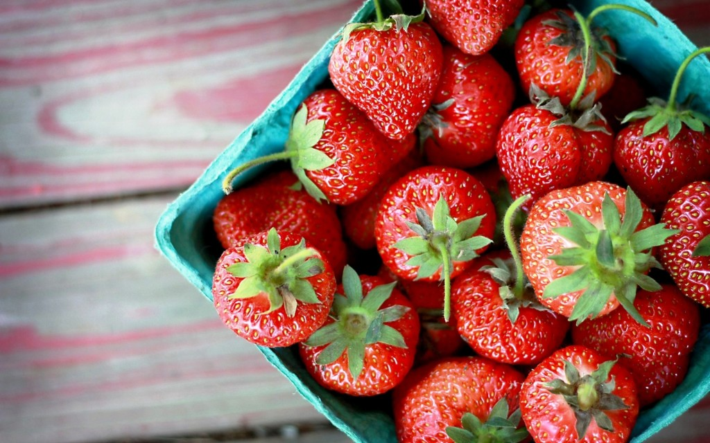 strawberries-wallpaper-38826-39714-hd-wallpapers