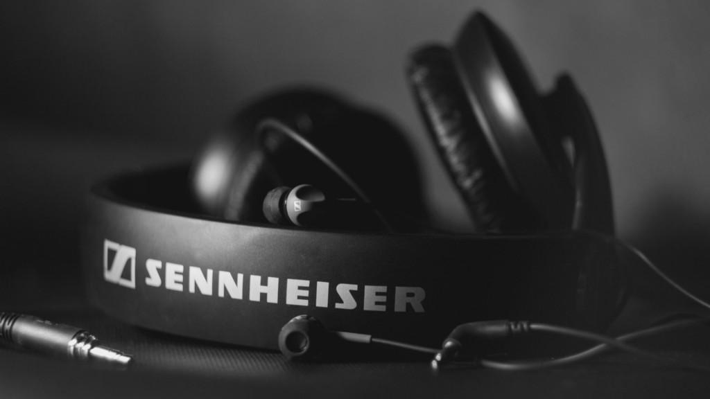 free headphones wallpapers