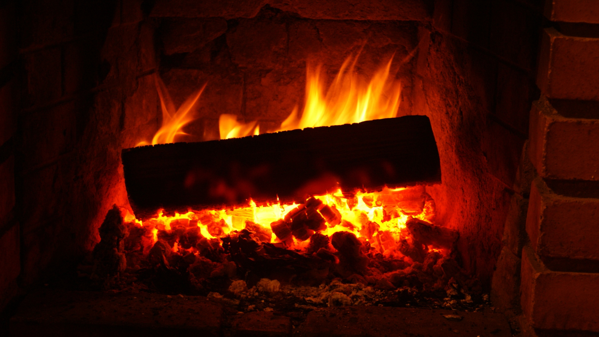 flaming fireplace wallpaper - photo #2