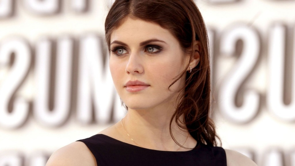 alexandra-daddario-29063-29780-hd-wallpapers