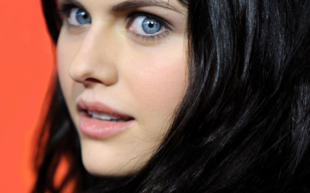 alexandra-daddario-29064-29781-hd-wallpapers