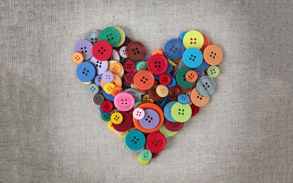 cute-buttons-heart-wallpaper-43468-44520-hd-wallpapers