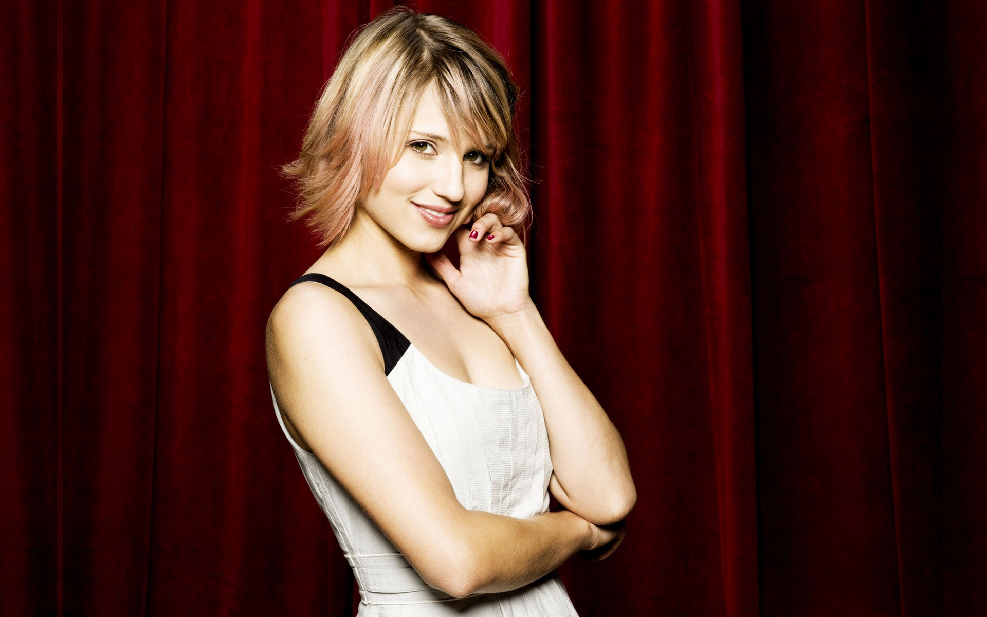 Dianna Agron Desktop Collection 17 Wallpapers