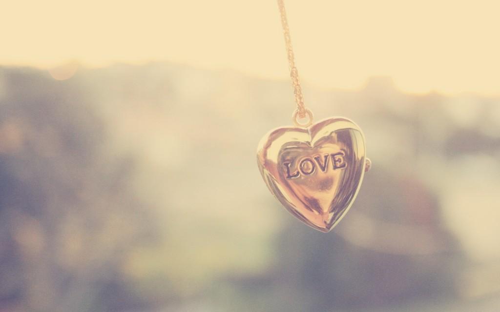 heart-pendant-wallpaper-40995-41961-hd-wallpapers