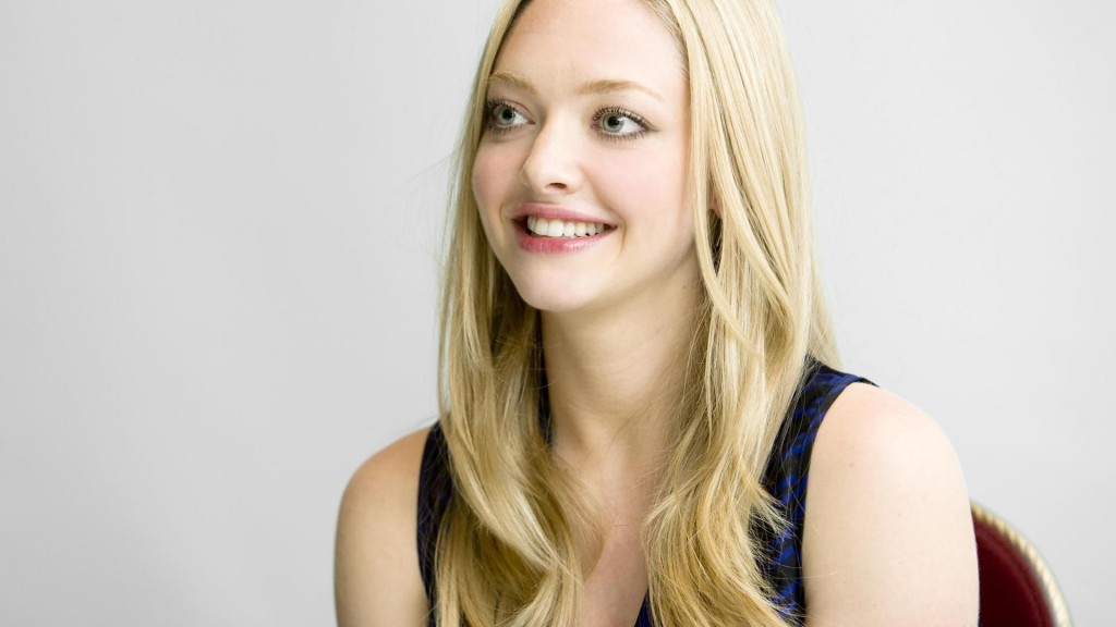 amanda seyfried smile wallpapers