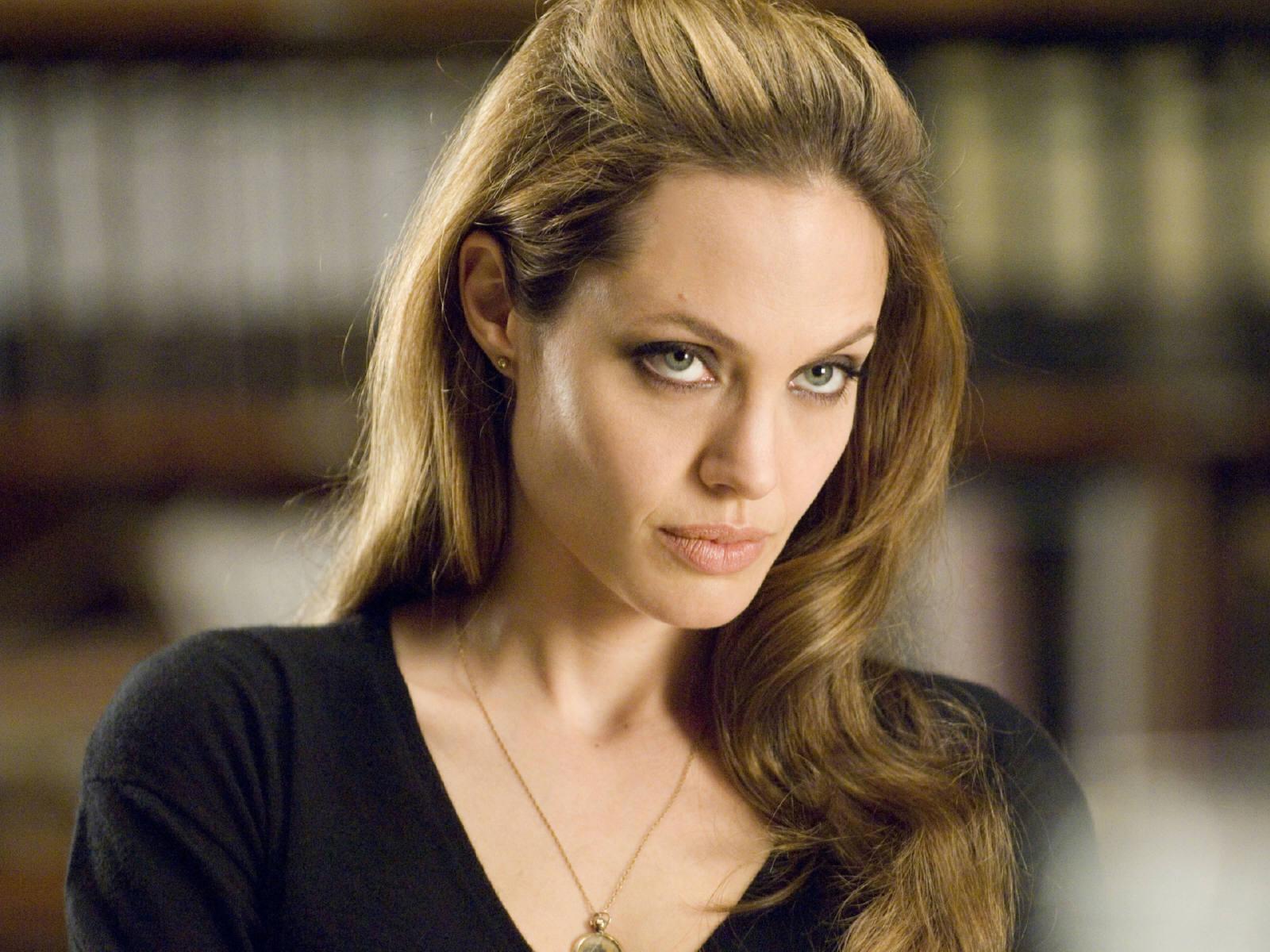 Angelina Jolie Hd Wallpapers: 19 Beautiful HD Angelina Jolie Wallpapers
