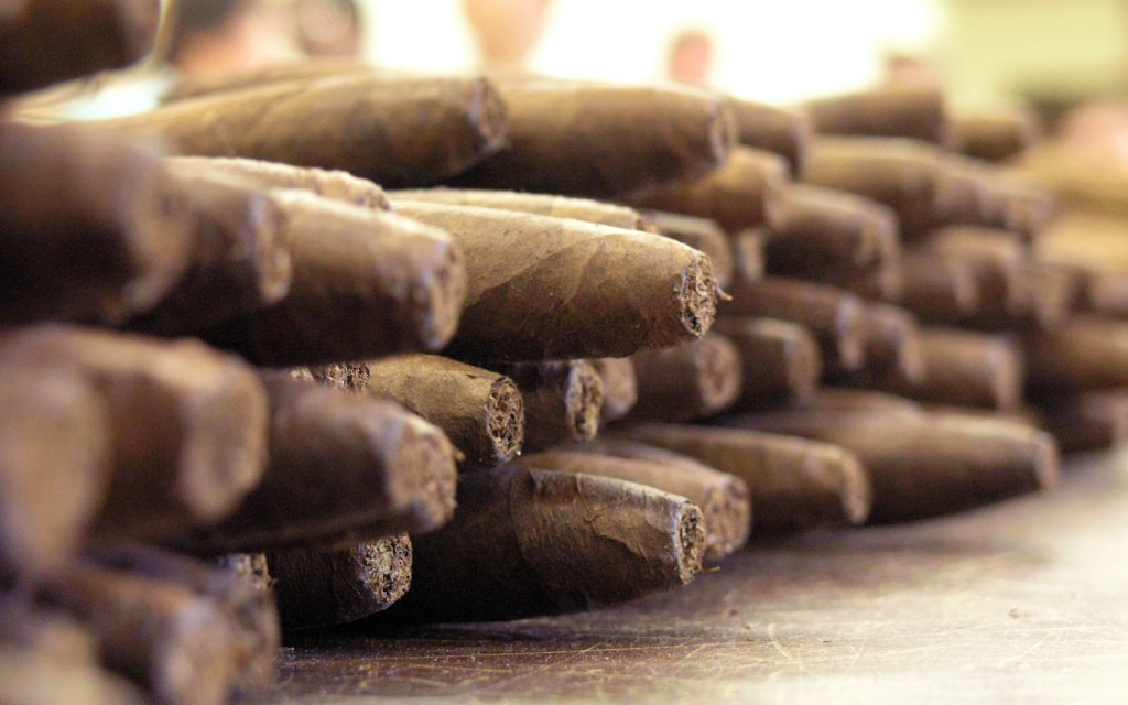cigar-wallpaper-43610-44674-hd-wallpapers