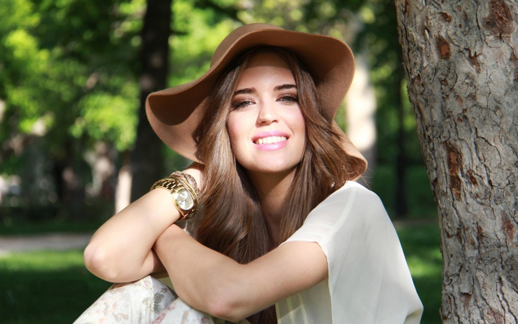 clara alonso smile wallpapers