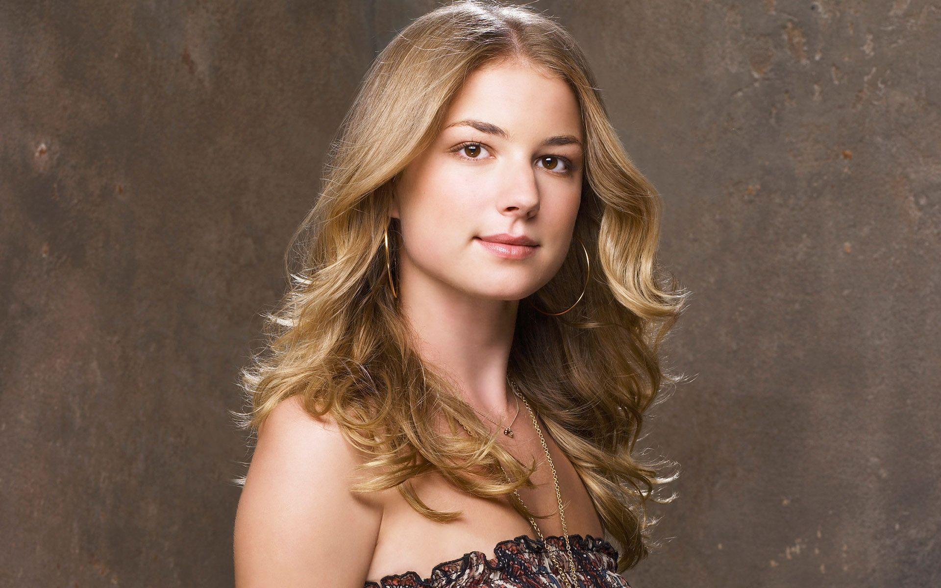 20 HD Emily Vancamp Wallpapers
