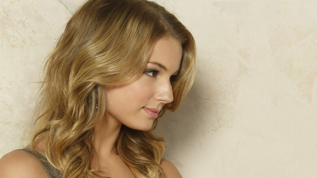 emily-vancamp-desktop-wallpaper-hd-50315-52005-hd-wallpapers