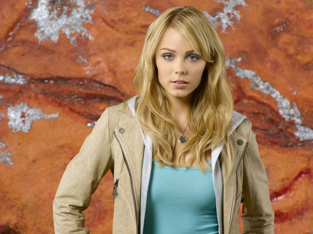 laura-vandervoort-37810-38676-hd-wallpapers