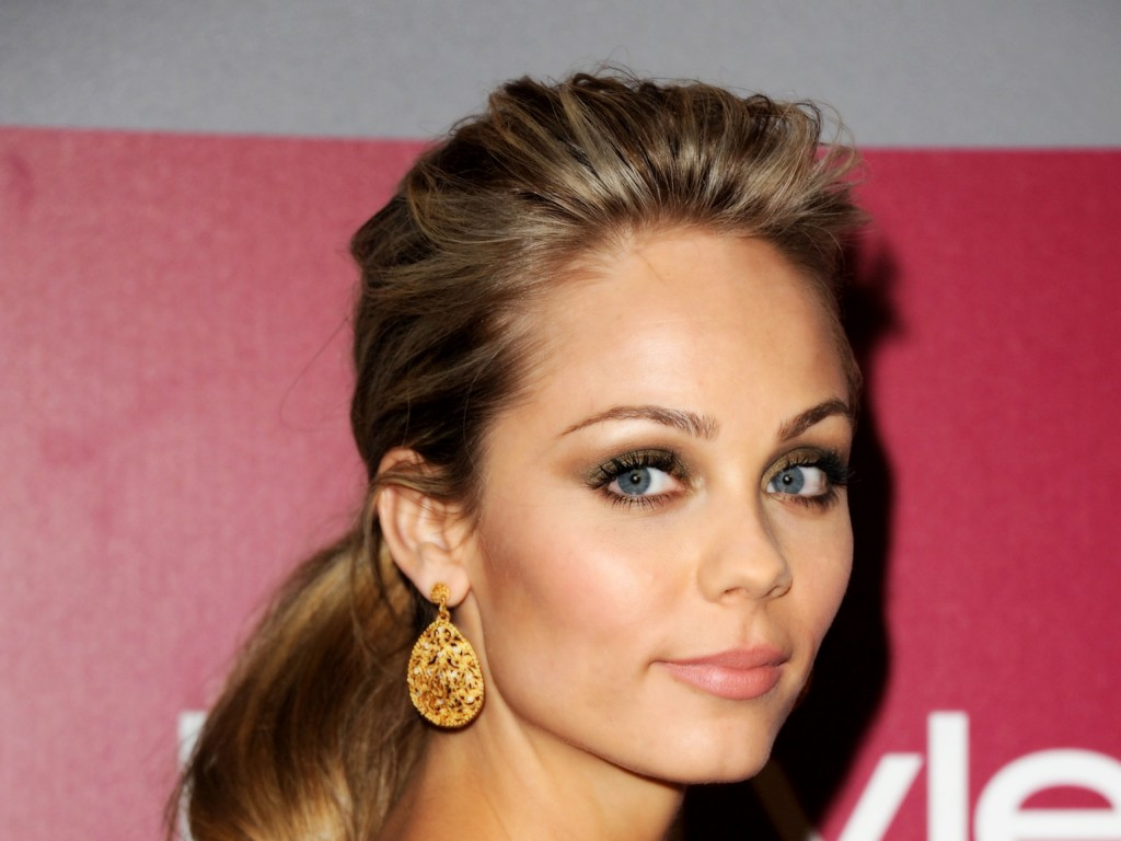 laura-vandervoort-37811-38677-hd-wallpapers