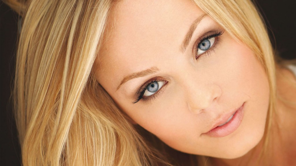 laura vandervoort face wallpapers