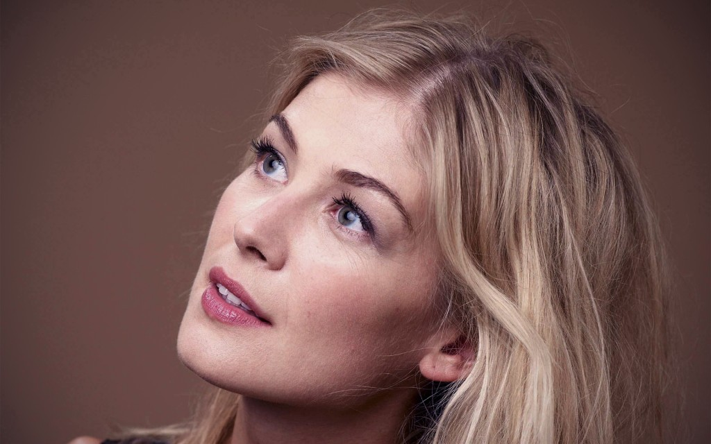 rosamund-pike-39217-40122-hd-wallpapers