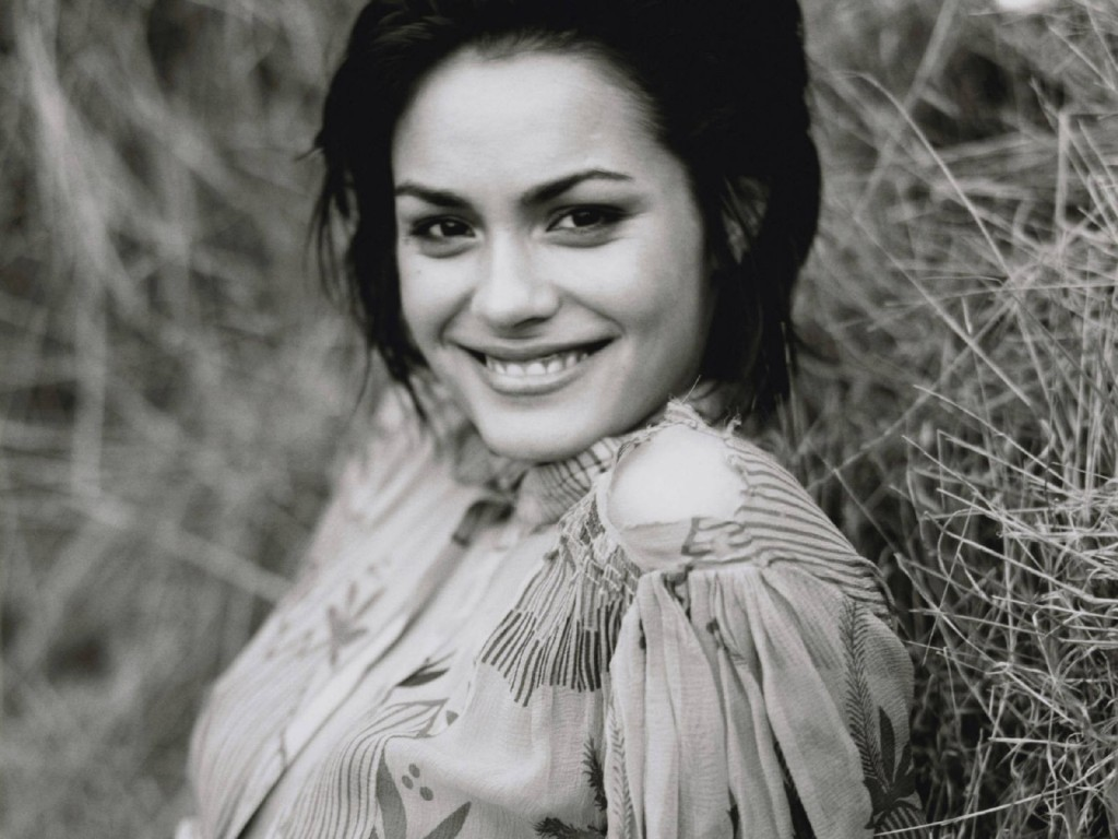 shannyn sossamon smile computer wallpapers