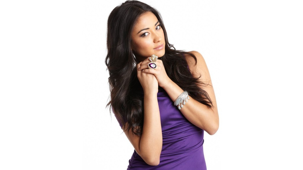 shay-mitchell-hd-37771-38637-hd-wallpapers
