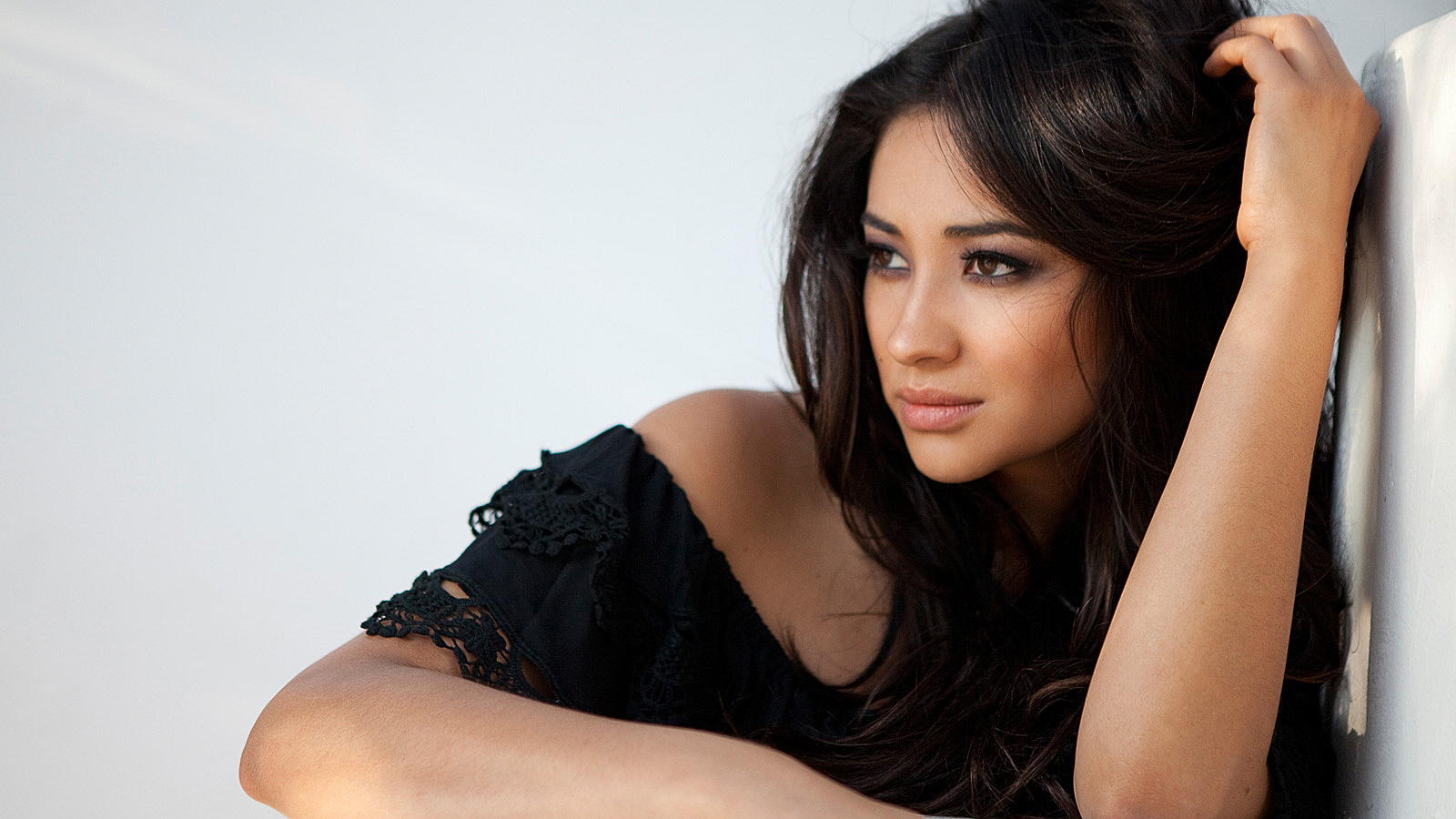Shay Mitchell wallpaper