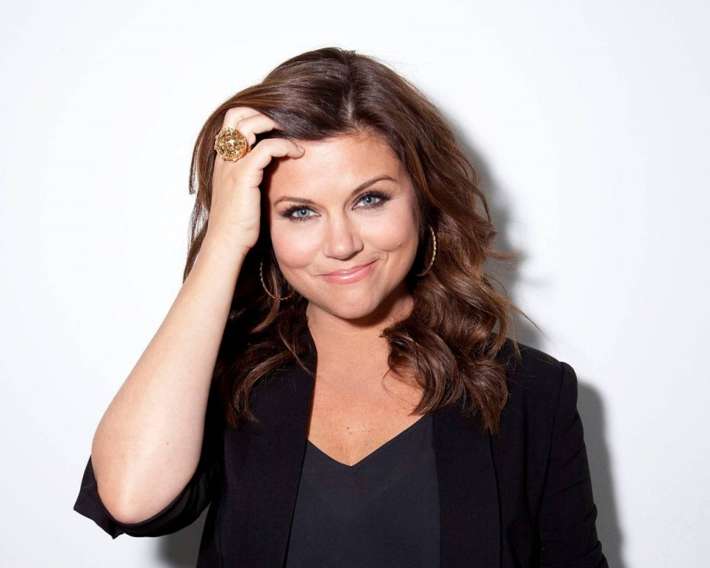 tiffani-thiessen-40702-41655-hd-wallpapers