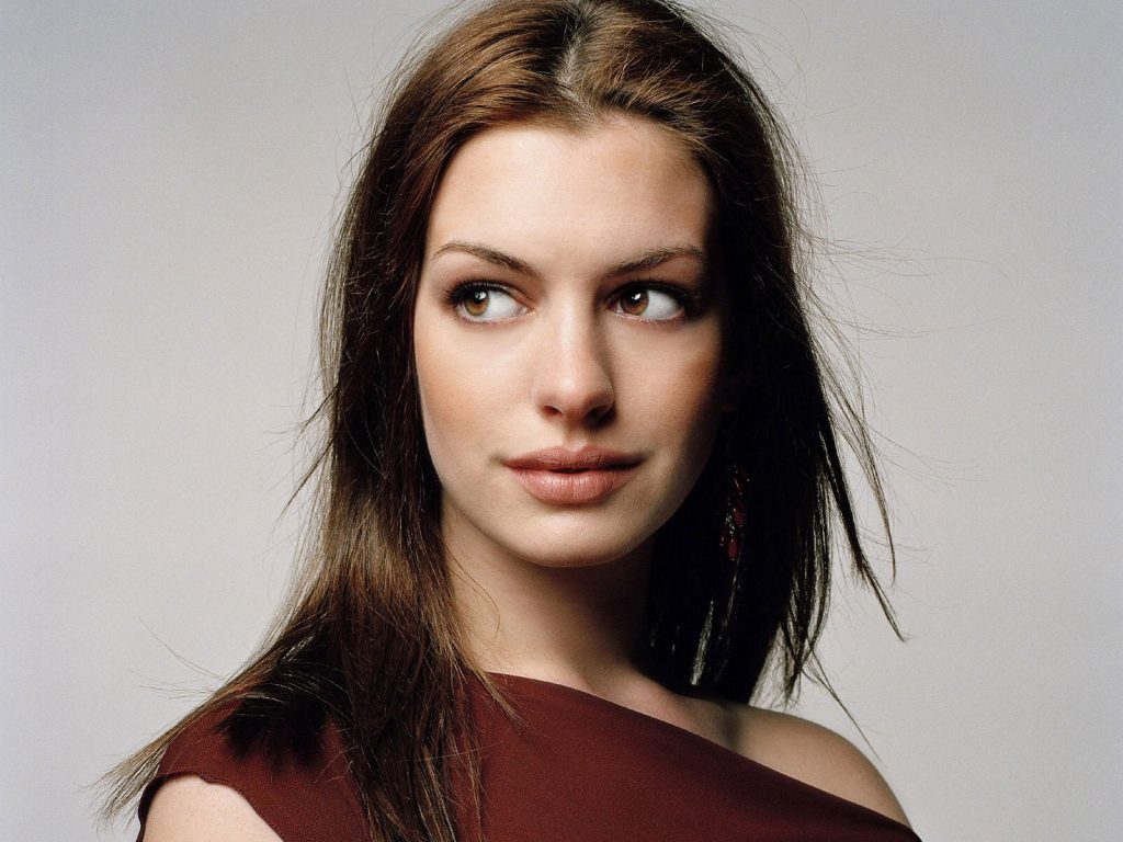 anne-hathaway-16514-17052-hd-wallpapers