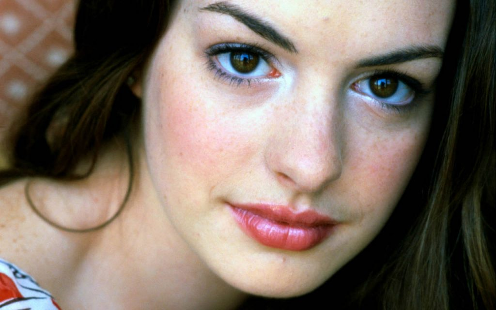anne-hathaway-16522-17060-hd-wallpapers