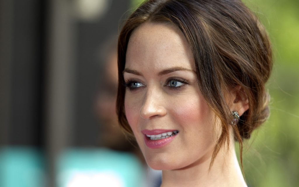 emily-blunt-25793-26477-hd-wallpapers