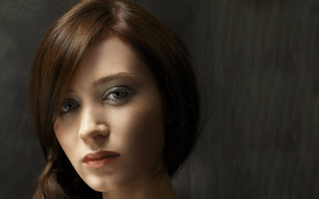 emily blunt face wallpapers