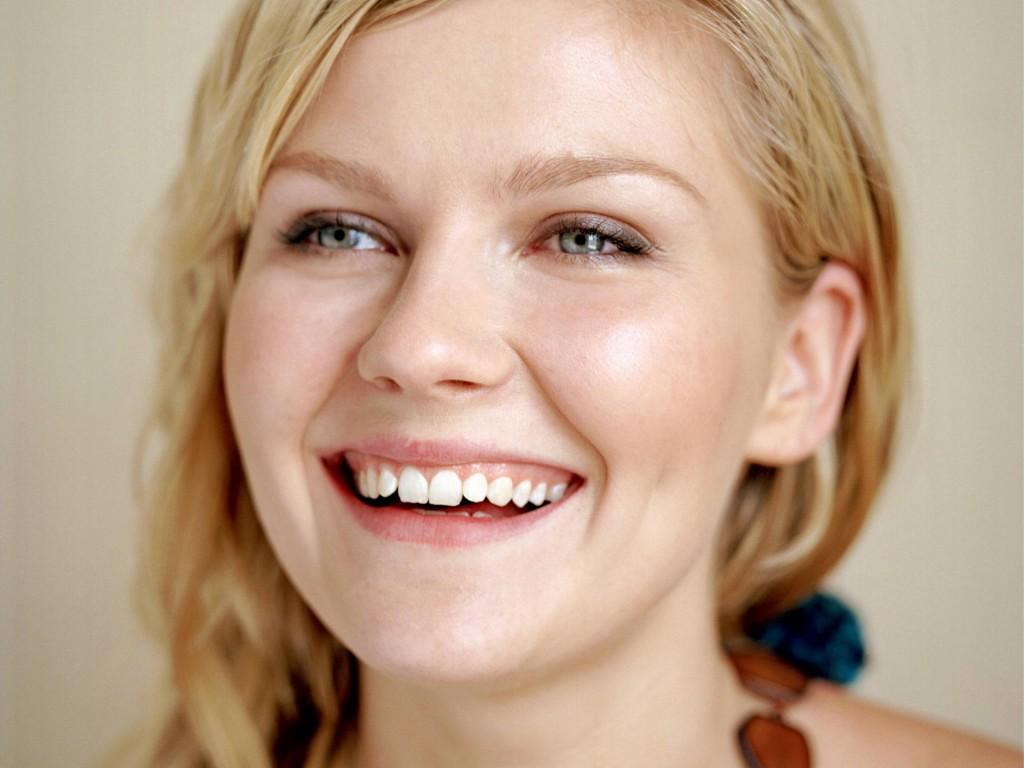 kirsten dunst smile pictures wallpapers