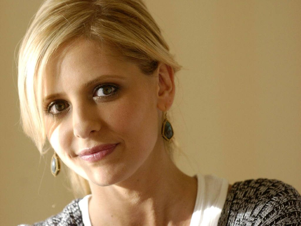 beautiful sarah gellar wallpapers
