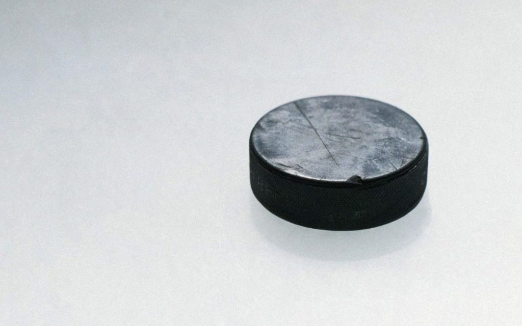 ice hockey puck wallpapers