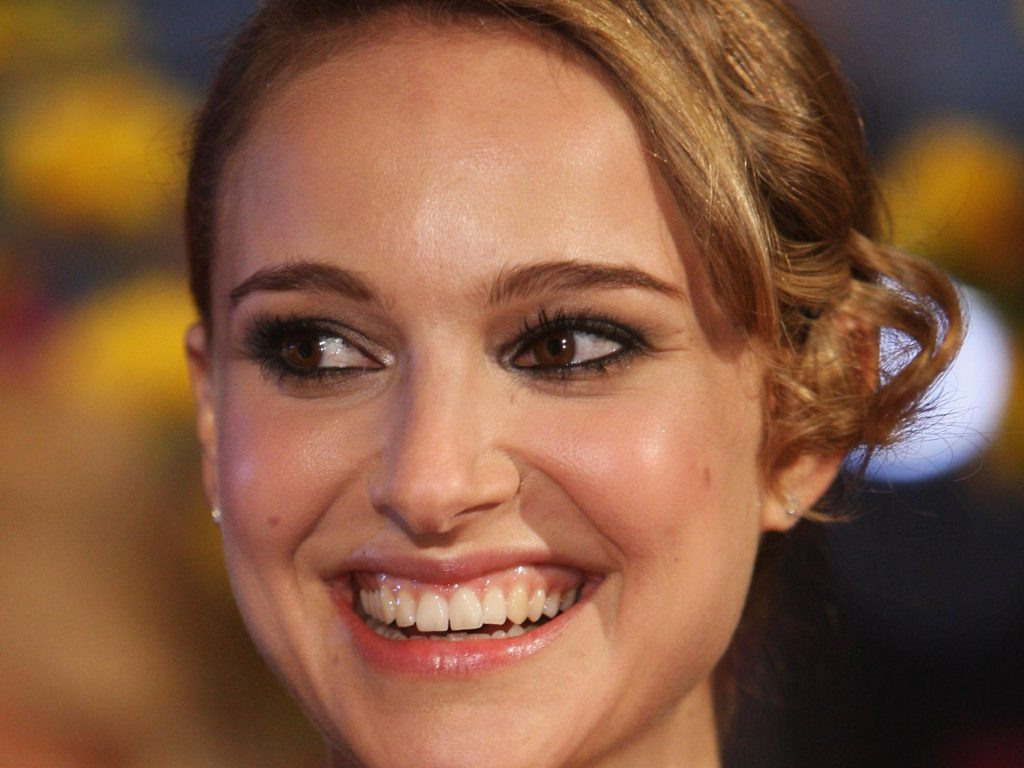 natalie portman smile pictures wallpapers