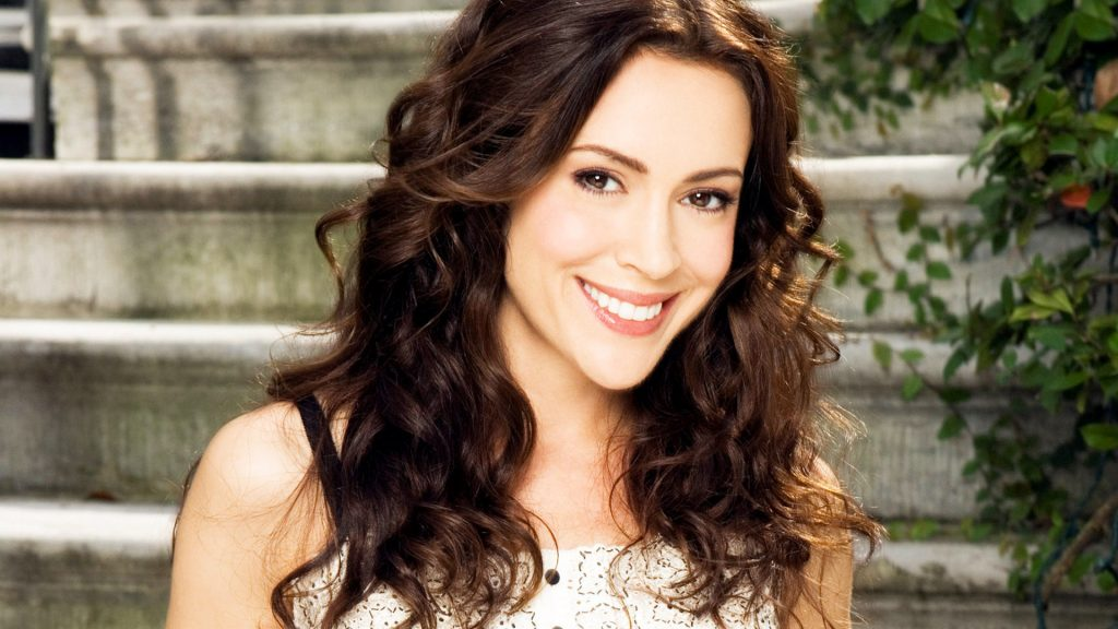 alyssa milano smile hd wallpapers