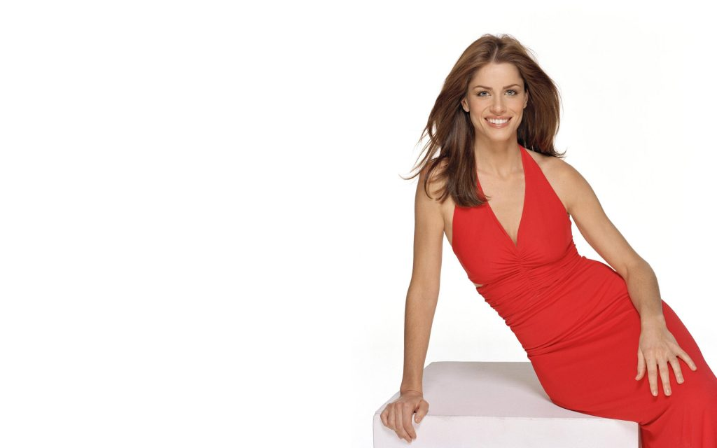 amanda peet red dress wallpapers