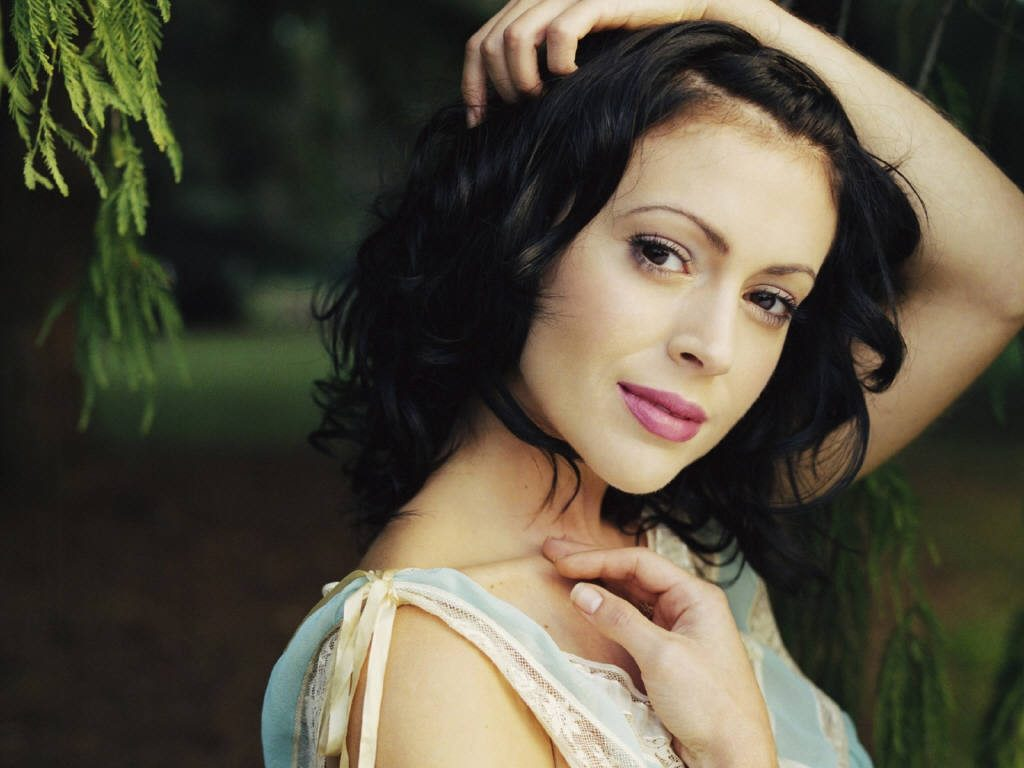 beautiful alyssa milano wallpapers