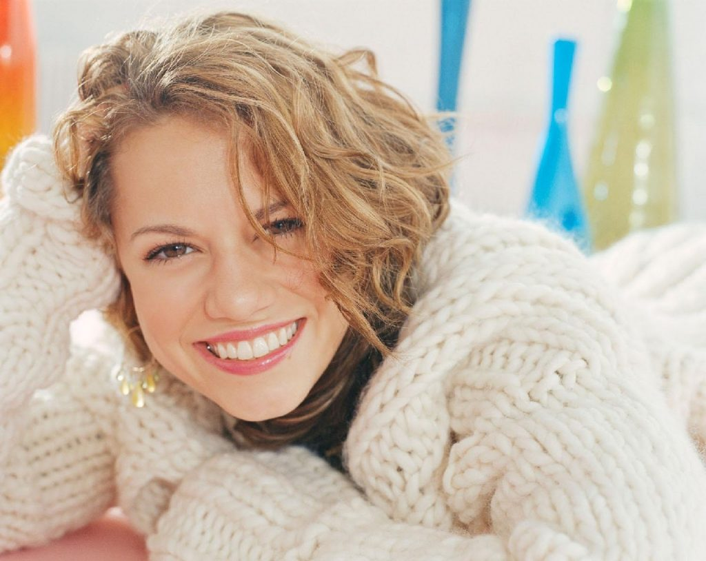 bethany joy smile photos wallpapers