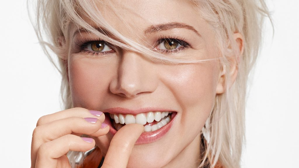 cute michelle williams smile wallpapers