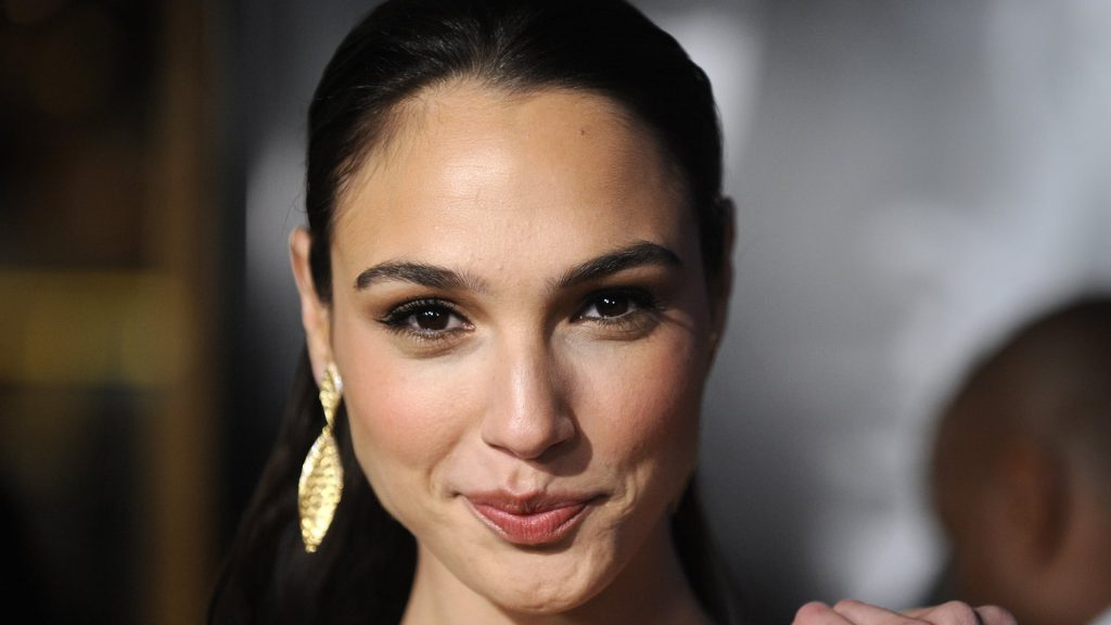 gal gadot face wallpapers