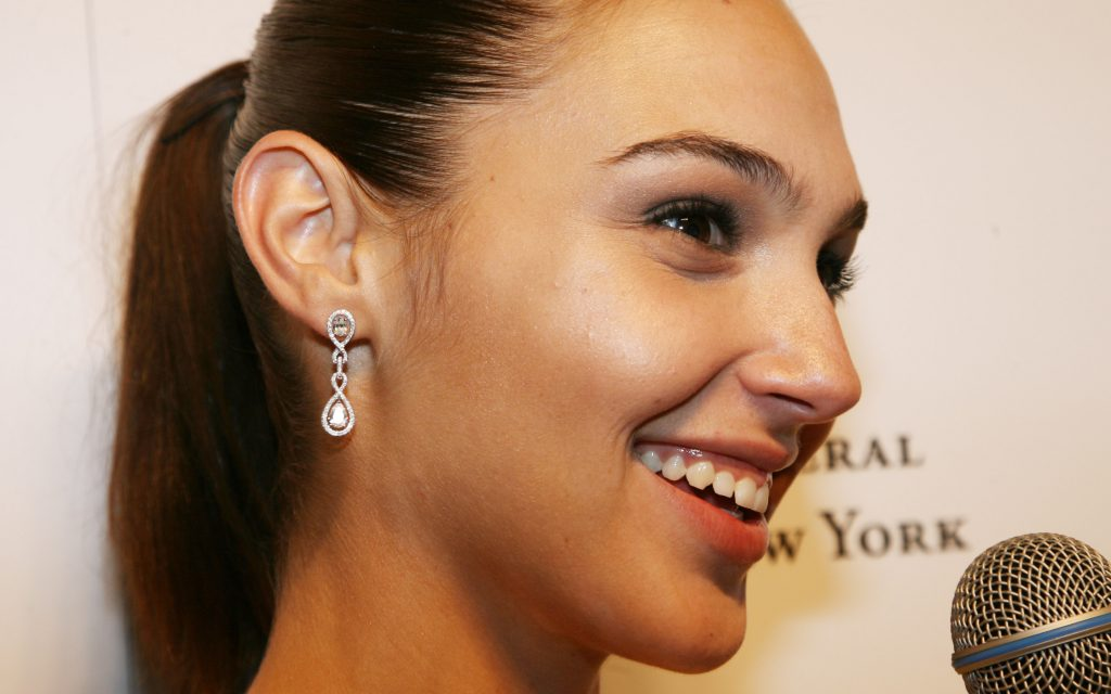 gal gadot smile widescreen wallpapers