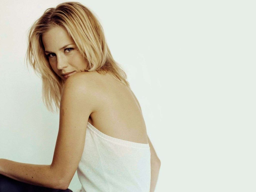 julie benz computer wallpapers