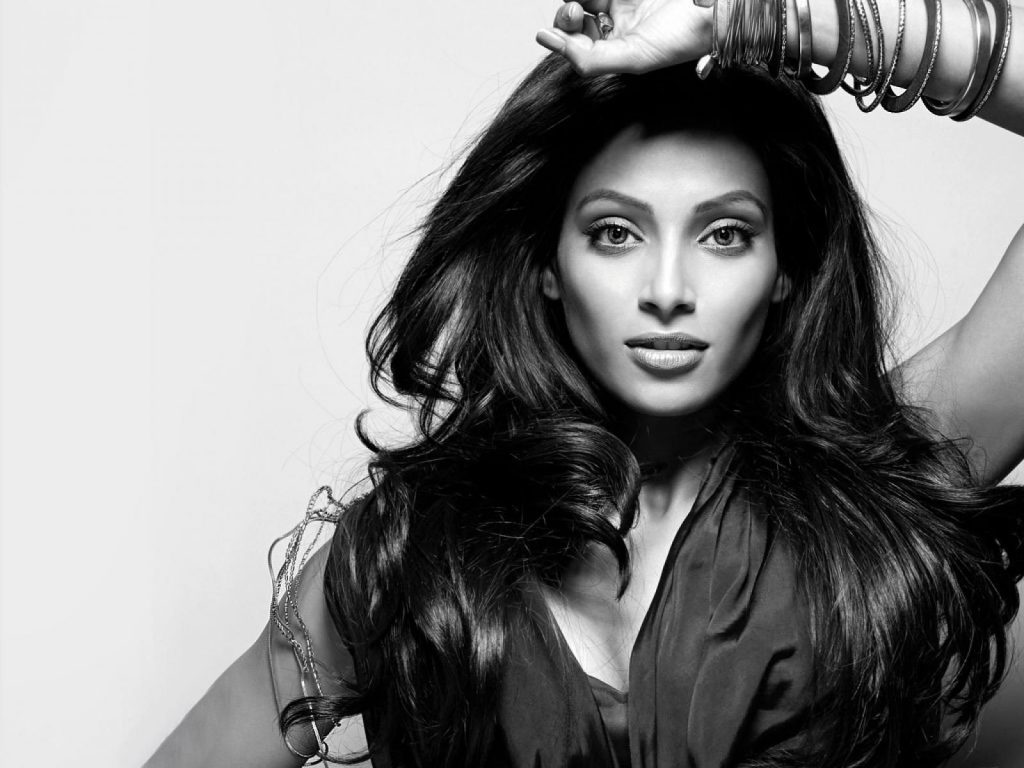 monochrome bipasha basu wallpapers