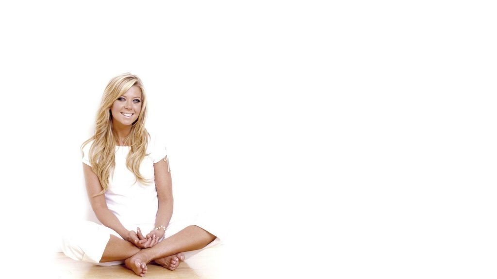 tara reid smile wallpapers