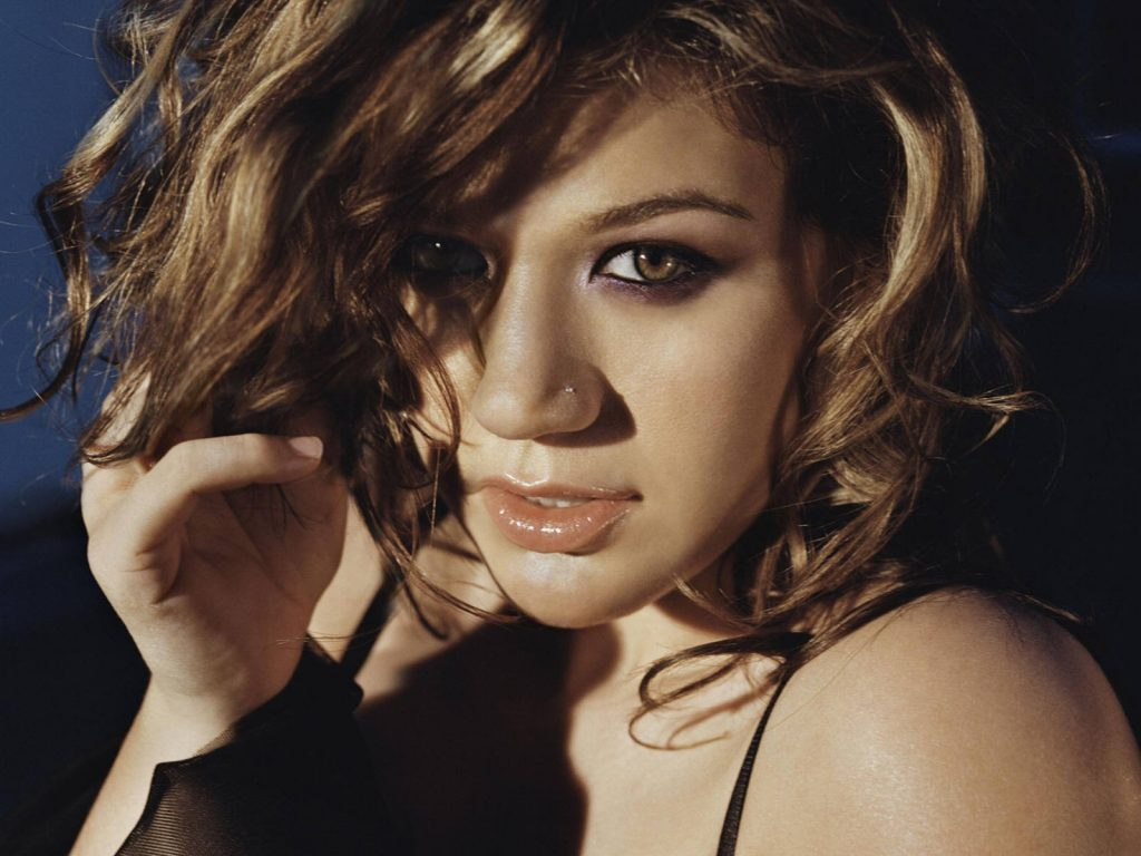 kelly clarkson face wallpapers