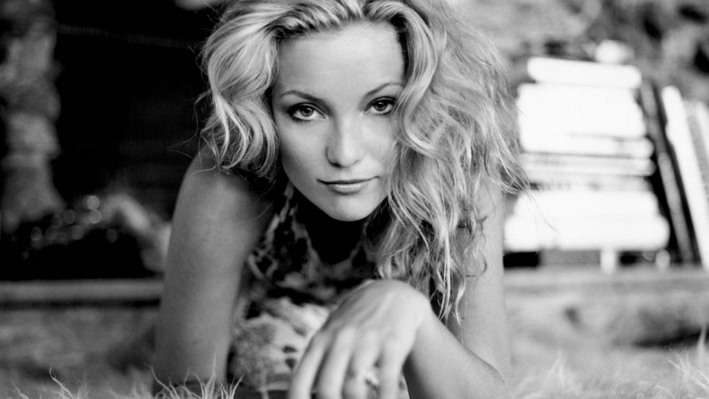 monochrome kate hudson wallpapers