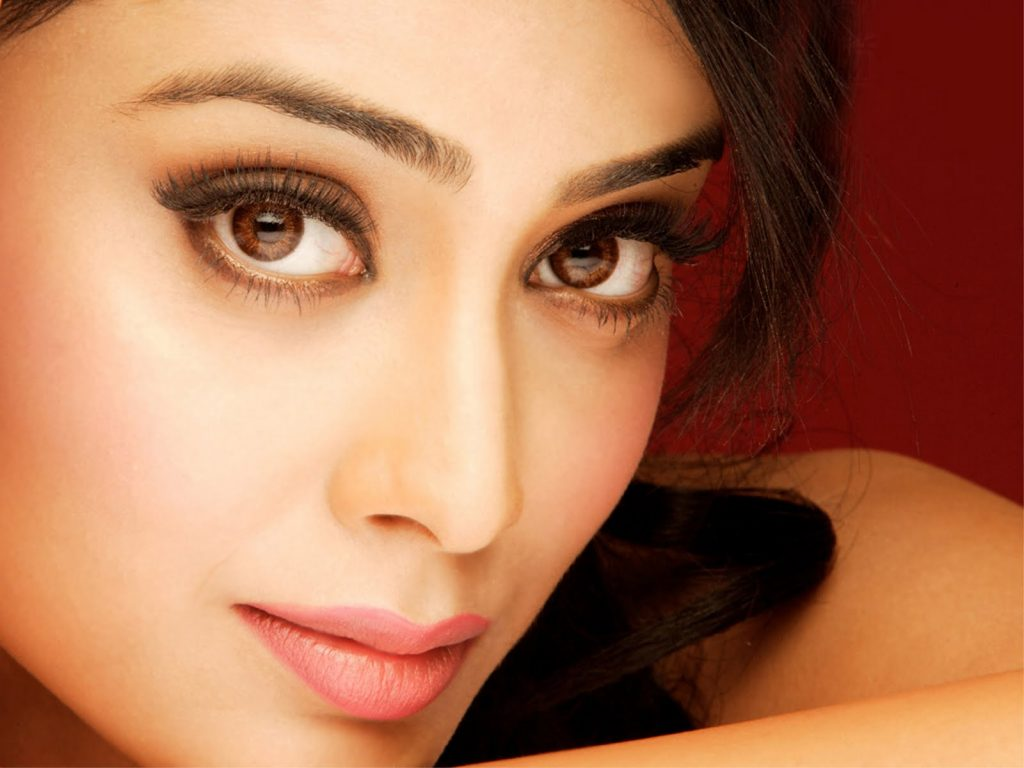 shriya saran face hd wallpapers