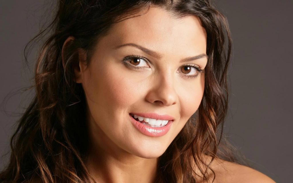 ali landry smile hd wallpapers