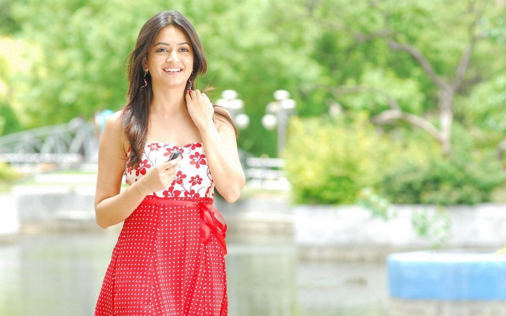 kriti kharbanda background wallpapers