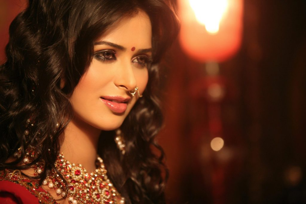 meenakshi dixit actress wallpapers