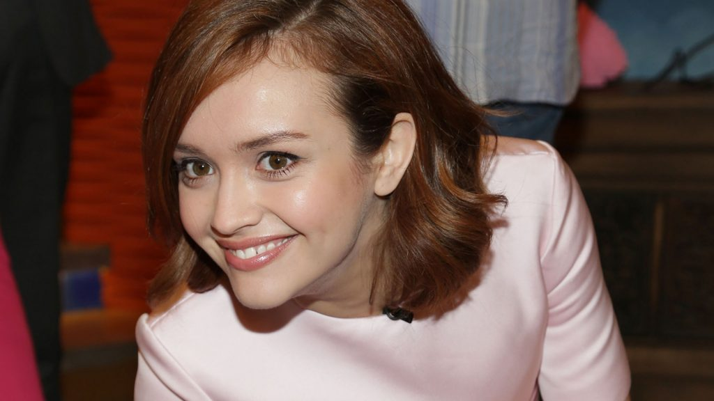 olivia cooke smile wallpapers