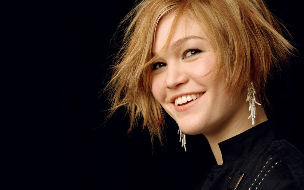 julia stiles smile wallpapers