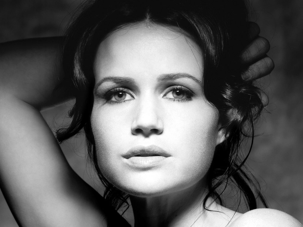monochrome carla gugino face wallpapers